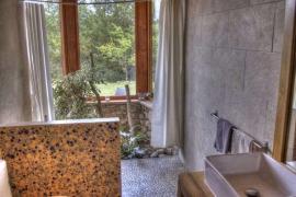 Bathroom-canigo.jpg