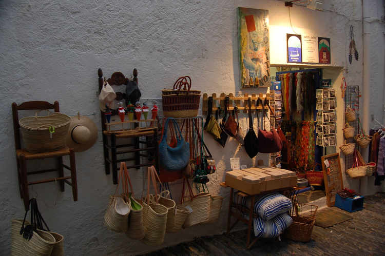 Cadaques - another shop at dusk