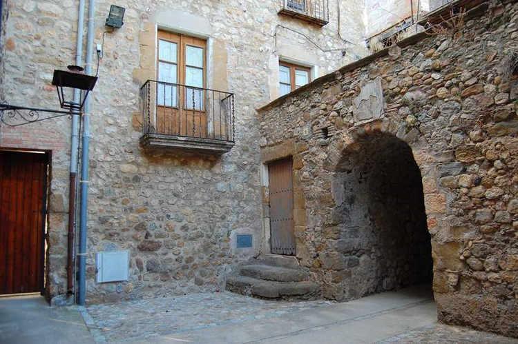Lladó village