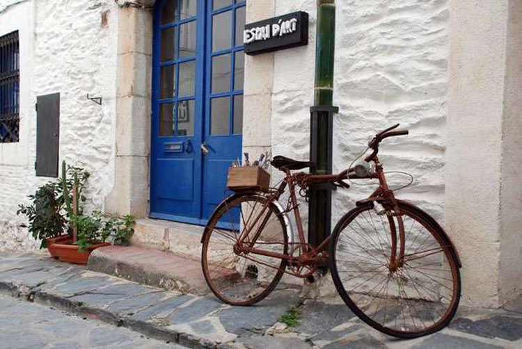 Cadaques calle y bici
