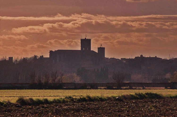 Castello de Empúries des de fora del poble