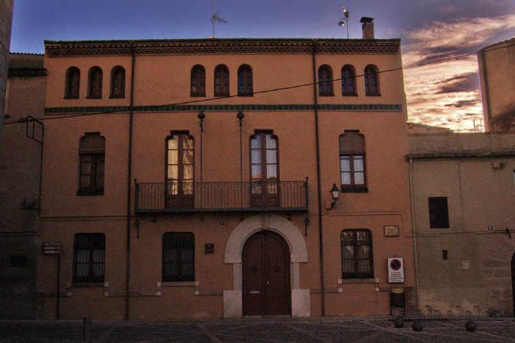 Una plaça en Castello d'Empúries