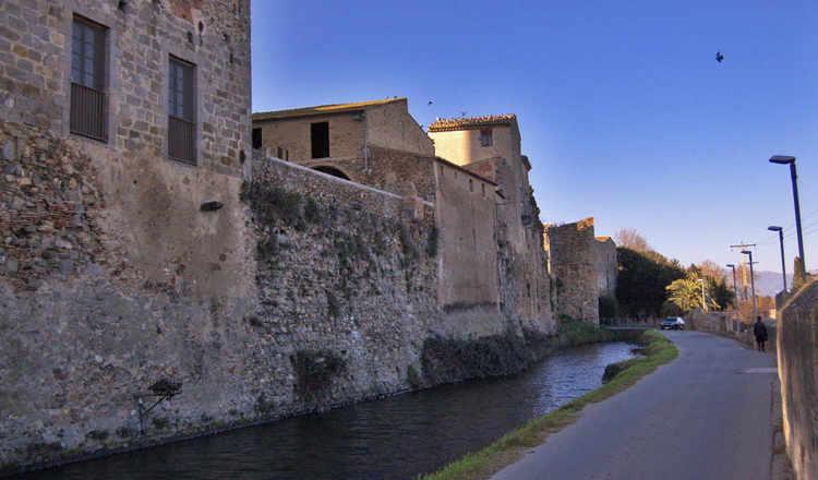 Castello d'Empúries fossat i mur