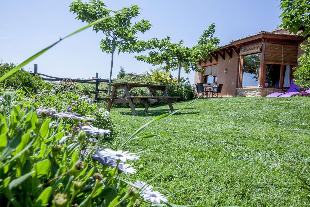 Banc al jardí - casa Costa Brava