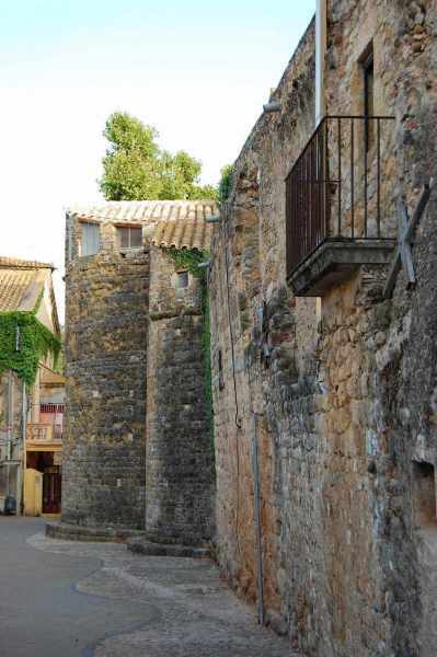 Llado Poble una vella paret