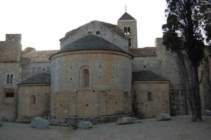 El monestir de la part posterior