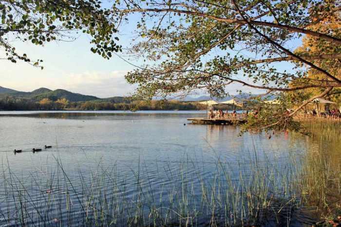 Restaurant al costat del llac