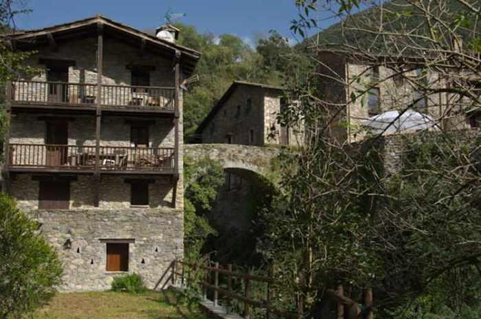 Les cases amb balcons de fusta