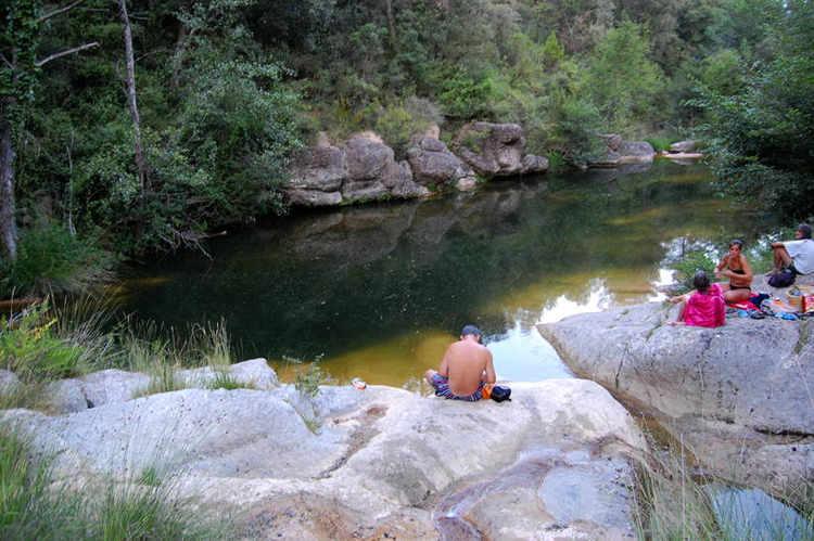 Riu Manol per la vora del riu