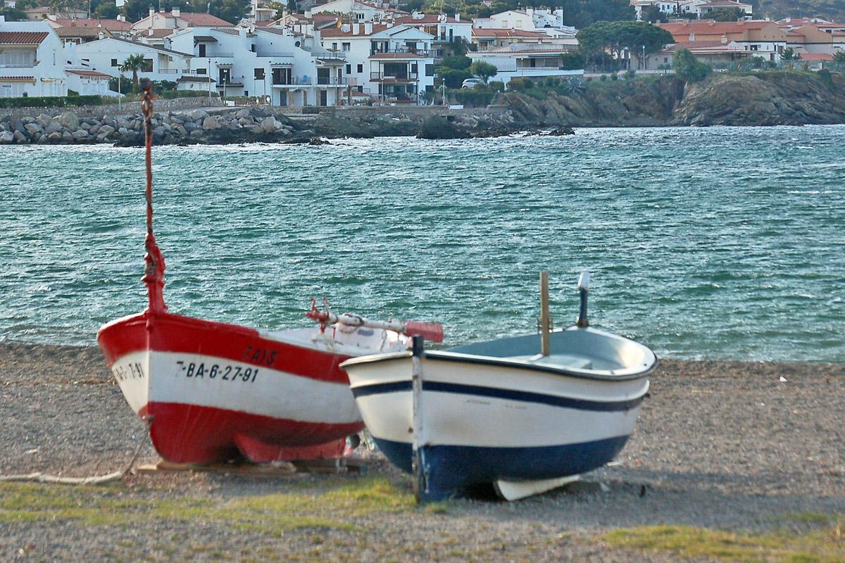 Dos vaixells a la platja